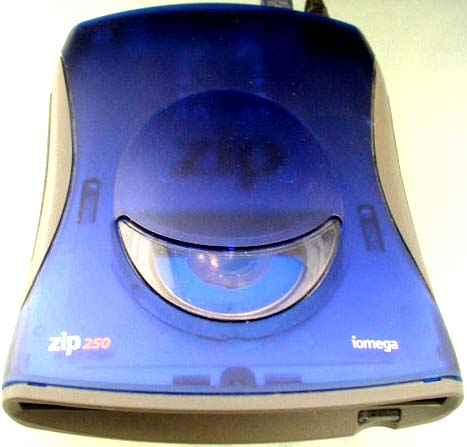 an overview of the iomega zip drives The zip 100 drive was a revelation in the previous century, i have a 1998 dell t700r (piii 750mhz, 768mb ram, 30 and 80gb drives on scsi 66 controller) running windows xp and with a zip 100 drive.